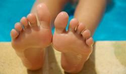 feet-830503_640