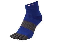 なぜトップアスリートがサッカーソックスを「切り」始めたのか。 靴下専業メーカー、武田レッグウェアーに取材しました PR