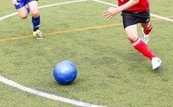 【熱中症対策に白スパイク!?】高校球児もついに白スパイク解禁!真夏のサッカーは足元にも暑さ対策を!